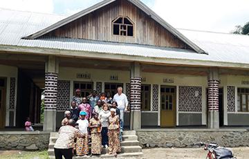 Presso il villaggio di Mutwanga, la Fondazione ha realizzato una scuola materna, elementare e di avviamento al lavoro